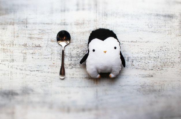 Animales de peluche - Fatsy Patsy pingüino de juguete de peluche - hecho a mano por HandyHappyTeddy en DaWanda