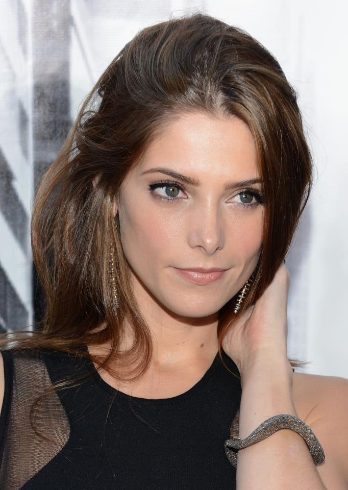 ashley in dire need of a hair cut.  #ashleygreene