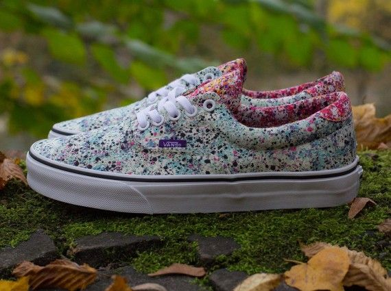 Liberty London is best known for applying floral prints to sneaker collaborations, but they'll be opening up the possibilities a bit with a round of Vans designs for the holiday season. The new Liberty x Vans Era 59 pictured above … Continue reading →