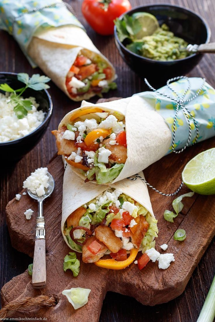 Wrap with chicken, sheep's cheese and avocado cream