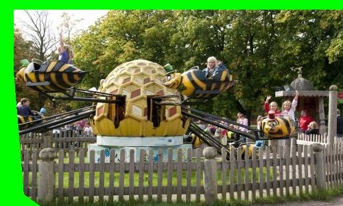 Speelpark Oud Valkeveen, een hele dag vermaak voor kinderen tot 10 jaar. Gelegen midden in de natuur aan het gooimeer. Veel buiten activiteiten, maar ook een aantal overdekte activiteiten als het weer wat minder is.