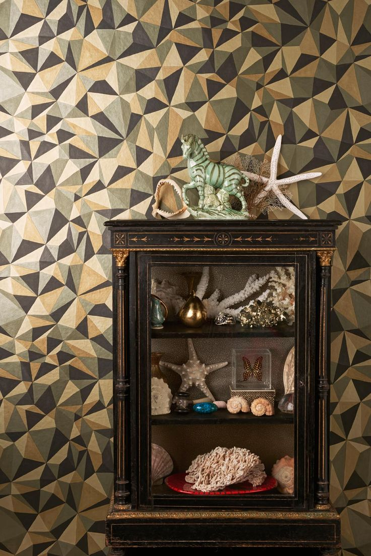 Warm metallics, geometric shapes inspired by precious minerals »« New Wallcoverings / wallpaper from Cole & Son, Quartz 107/8038 - Curio
