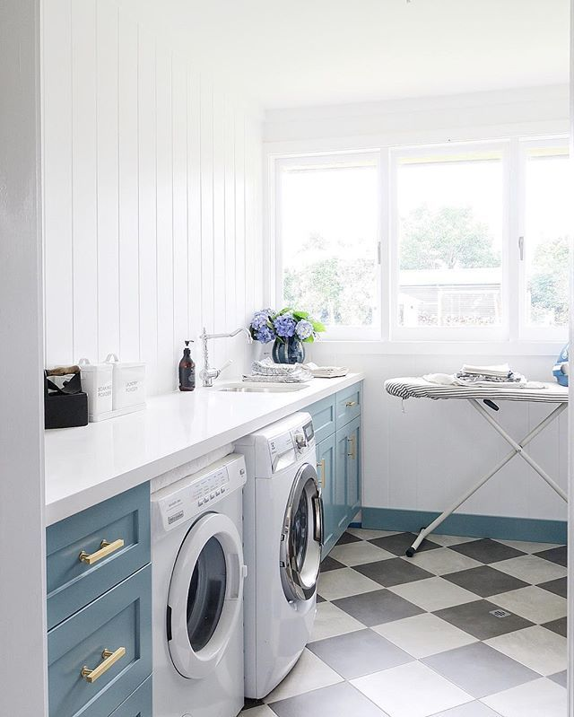 In major 'clean out and de-clutter mode' after watching the film Minimalism by @theminimalists on #Netflix (thanks @sarahshanahan_lifestyle for the recommendation ) so started with our #Laundry today, which has become a wasteland & dumping ground over the holidays. You see the reality on my Stories!! (Be warned: it's not pretty!) Whilst I'll never have a totally minimalist home this film has really put a lot of things into perspective for me (and our family). I spent most of 2016 frustrat...