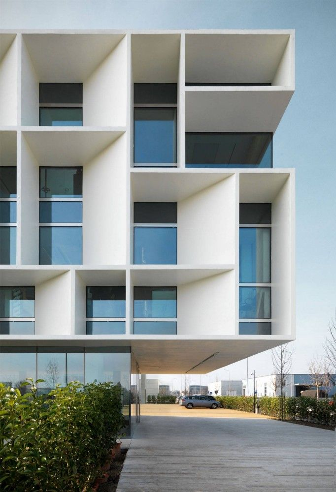 Bentini Headquarters / Piuarch - Really interesting perspective walls/cantilevers/balcony. Love the color white and the inside glass.