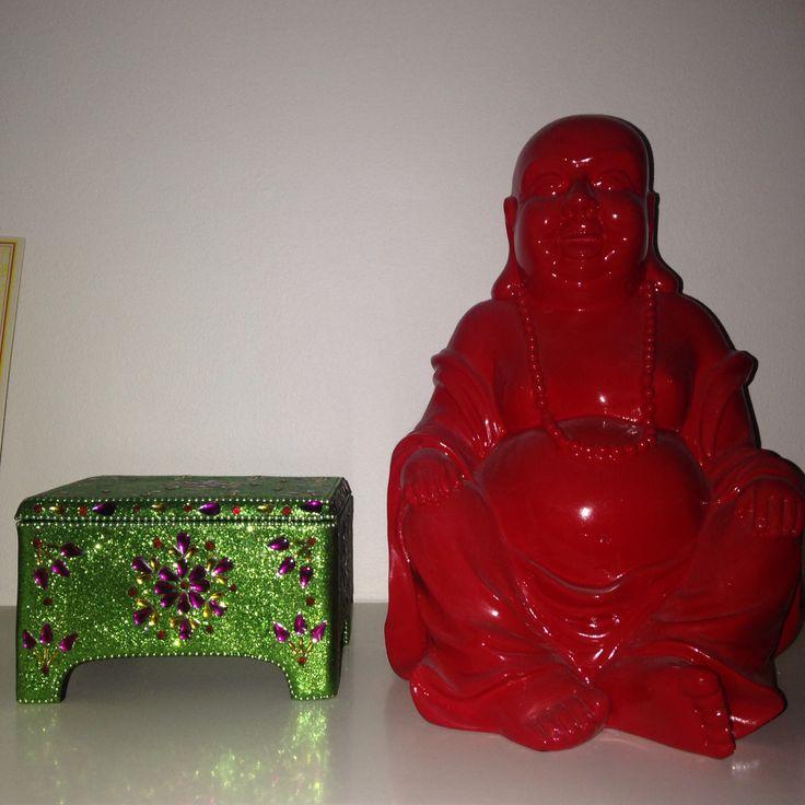 Buddha selvfølgelig i rød