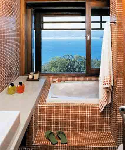 banheiro com banheira: Small Bathroom, Aconcheg, Pequeno Precisam, Banheiro Com Banheira, Bathroom Toilet, Mesmo Banheiro, Wc Lavabo, Dark Purple Bathroom, Outdoor Bathroom