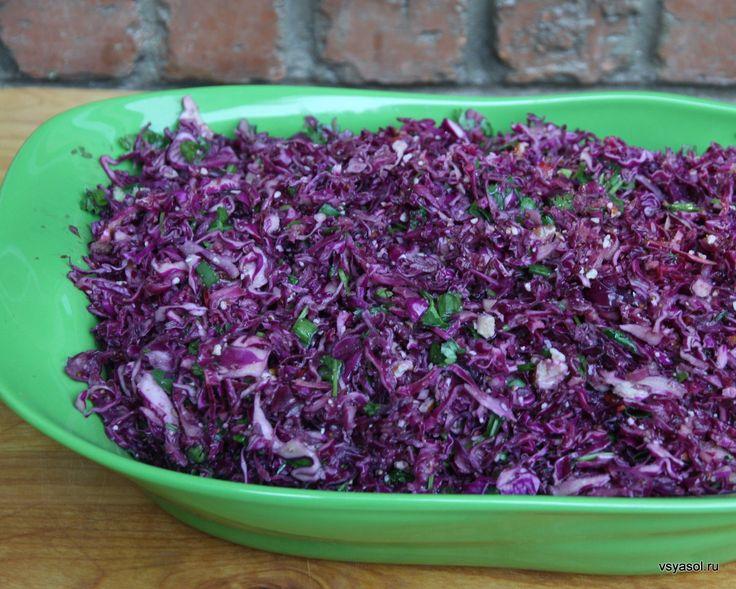 Ленивые выходные: простой салат изкрасной капусты сазиатским вкусом.  http://amp.gs/TtCF