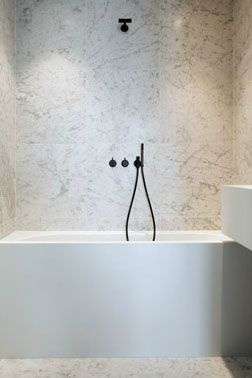 Bath inside London van apartment the hearts by architect Rossem  Belgian miami Tower Stein chrome jewelry