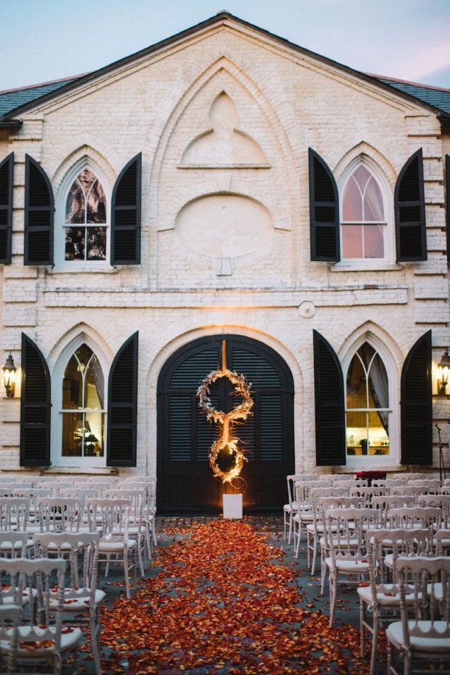 Fall wedding inspiration at The William Aiken House in Charleston, South Carolina | Photo by Sean Money + Elizabeth Fay
