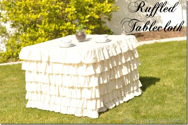 DIY ruffled square tablecloth.: Tables Clothing, Ruffles Squares, Cards Tables, Squares Tablecloths, Diy Ruffles, Ruffles Tablecloths, Tablecloths Tutorials, Desserts Tables, Sewing Dang