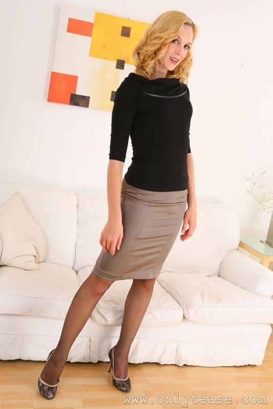 Modern Pantyhose The Nylon 17