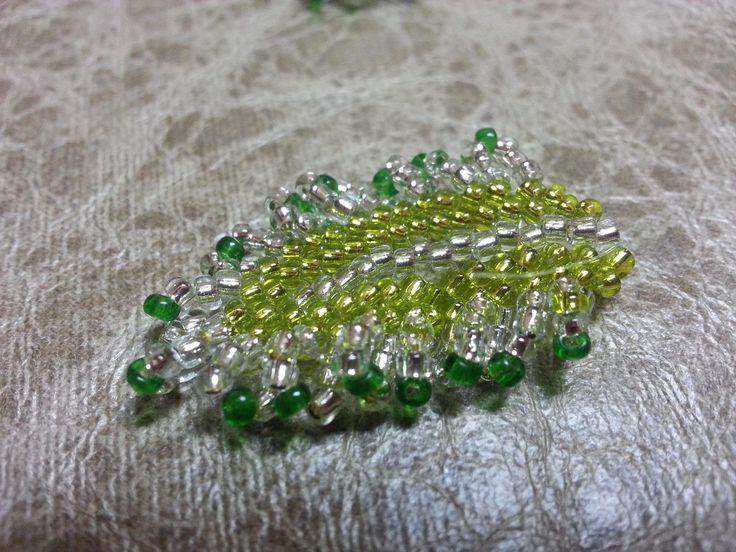 Листик из бисера. Бисероплетение  /  The leaf of beads