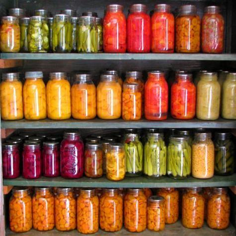 Pasteurisation et conservation 1/ Jardinière de légumes 2/ Crème d'aubergine 3/ Cornichons 4/ Salade de quinoa 5/ Sauce tomate/courgette 6/ Pesto 7/ Tomates séchées à l'huile d'olive 8/ Chutney de citrouille 9/ Haricots en saumure 10/ Sauce piquante Découvrez ci-dessous comment pasteuriser et conserver vos bocaux de légumes et sauces durant la saison froide! EN […]