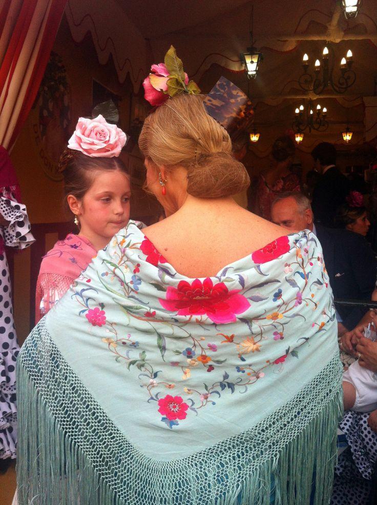 Flamenca con mantón de manila