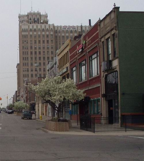 Places To Visit In Pontiac Michigan: The Well-Travelled Husband