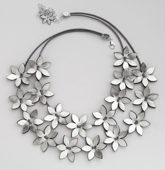 Two rows of silver flowers makes this necklace an outstanding item. The flowers are about 2.2 cm diameter. They can also be positioned the way you want,