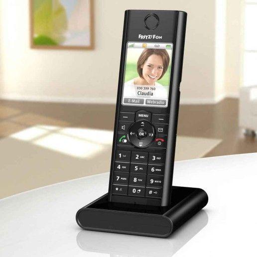 Das FRITZ!Fon C5 von AVM bietet Smart-Home-Funktionen und lässt sich dank Bewegungssensor schnell aus dem Stand-by aufwecken.