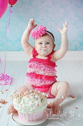 big cupcake for cake smash.