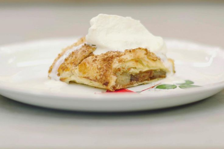 De Oostenrijkse keuken leerde de wereld de Apfelstrudel ontdekken. Een eenvoudig appelgebak dat zowel koud als warm in de smaak valt. Speculaas is dan weer een koek die bij ons zeer in trek is.Jeroen vindt dat de