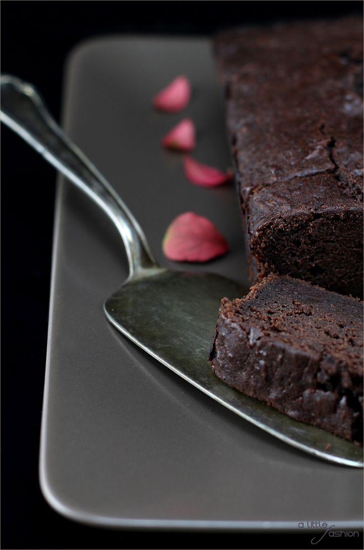 Saftiger Schokoladen-Apfelkuchen | A Little Fashion | http://www.a-little-fashion.com/rezepte/apfel-brownie-kuchen