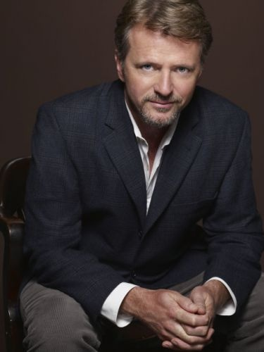 I've always had a thing for Aidan Quinn. See: Practical Magic, Blink, Legends of the Fall