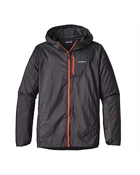 The Men's Houdini Jacket provides proven protection from the elements. The featherweight nylon Houdini Jacket from Patagonia is the go-to running shell for weather-resistant protection. Shop online: http://www.outsidesports.co.nz/brands/patagonia