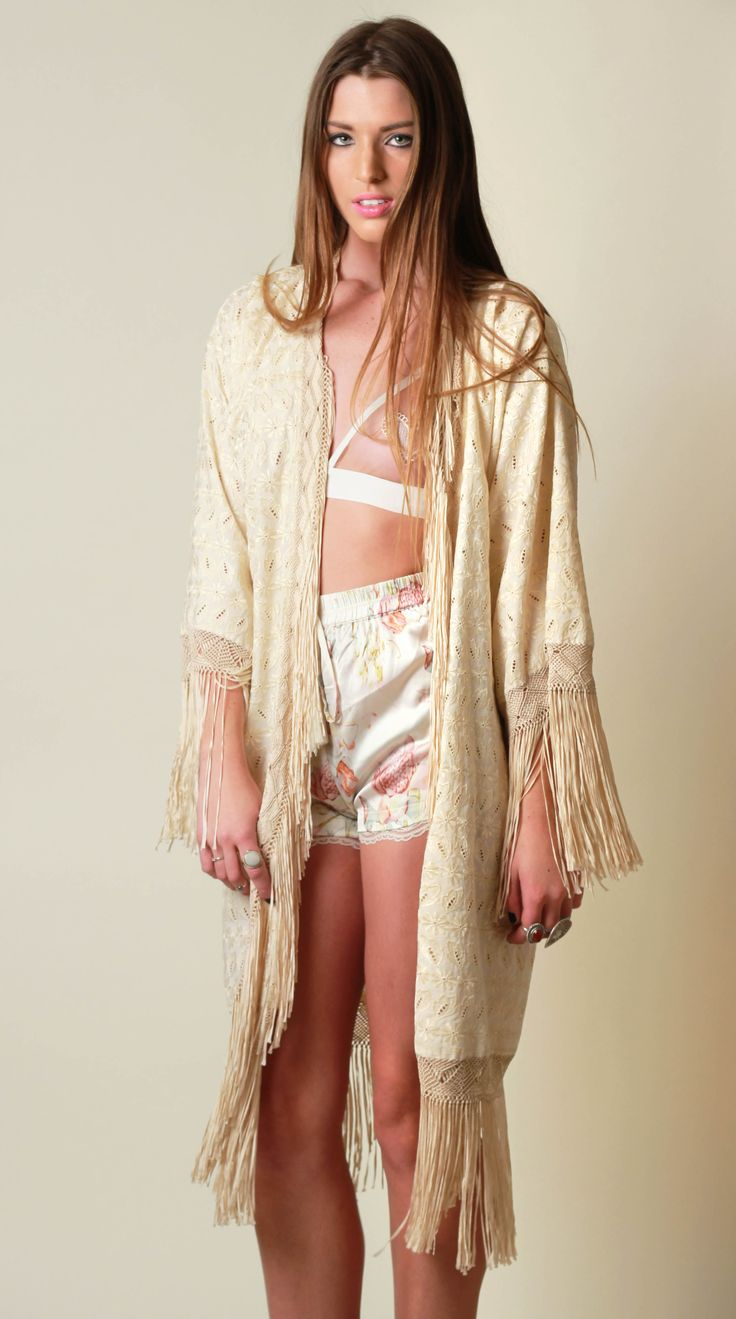 VINTAGE IVORY FRINGE SMOKING JACKET KIMONO DUSTER BRIDAL BRIDE PRETTY