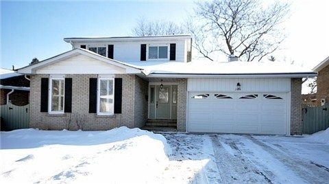 2676 Thorn Lodge Dr Mississauga 3+1 beds $650,000  #RealEstateToronto #RealEstateMississauga #TorontoCommercialRealEstate #TorontoRealEstateAgent #CommercialRealEstateForSaleToronto #CommercialRealEstateListingsToronto #RealEstateCompaniesToronto #RealEstateCoursesInToronto