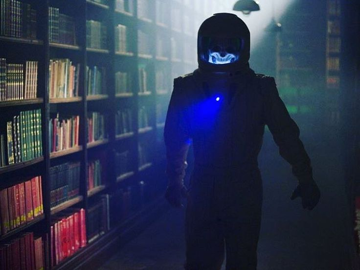 Despite the Vashta Nerada, who else would give anything to run around a library/planet like the one in Silence in the Library?  . . #doctorwho #whovians #vashtanerada #silenceinthelibrary #books #library #ilovebooks #booknerd