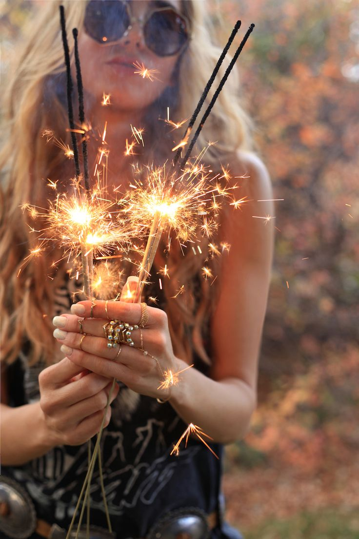 So boho chic round hippie glasses, love sparklers! FOLLOW this board now > http://www.pinterest.com/happygolicky/the-best-boho-chic-fashion-bohemian-jewelry-gypsy-/ for the BEST Bohemian fashion trends for 2015.