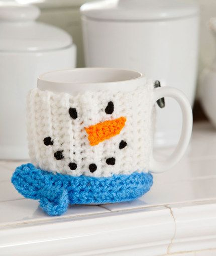 """Original pinner said, """"Free crochet pattern for snowman cup cozy"""