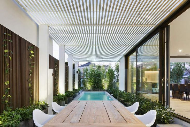 Contemporary garden by Eugene Gilligan Garden Design