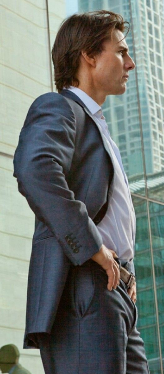 Tom_Cruise_Mission_Impossible_Ghost_Protocol_Blue_Suit__09234_zoom.jpg (528×1200)