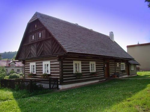 Česko, Stará Paka - Škola-lidová architektura