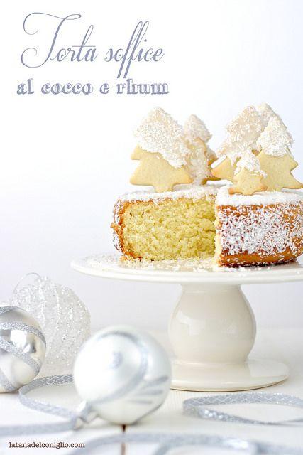 torta soffice al cocco e rhum http://www.latanadelconiglio.com/2014/12/torta-soffice-al-cocco-e-rhum-con-abeti.html