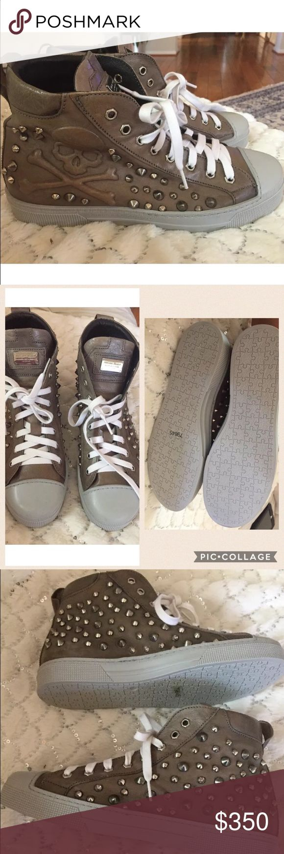 100% Authentic PHILIPP PLEIN Sneakers size 41. Never used, this were y sons shoes that he never used but kept in the closet for while so they are not in perfect condition but nothing mayor. They are made out leather and have studies on them. Made in Italy no box included. Reasonable offers are welcome🚫 no trades please. This item can't be bundled sorry. Philipp Plein Shoes Sneakers