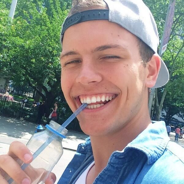 "Jerome Jarre! ""STRAWS WERE INVENTED SO YOU CAN KEEP SMILING WHILE YOU DRINK."""