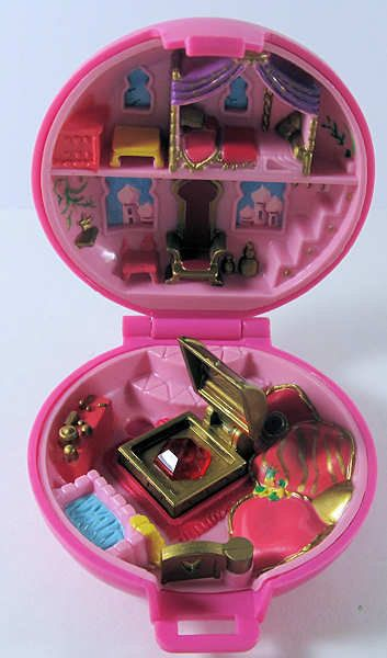 Polly Pocket! awwwwwww I loved these!!!