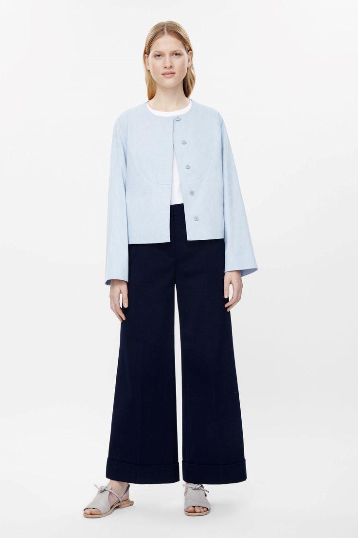 COS image 1 de veste recadrée avec détail surpiqûre dans Powder Blue