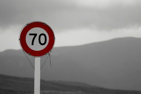 'Road sign '70' - New Zealand' von stephiii bei artflakes.com als Poster oder Kunstdruck $15.68