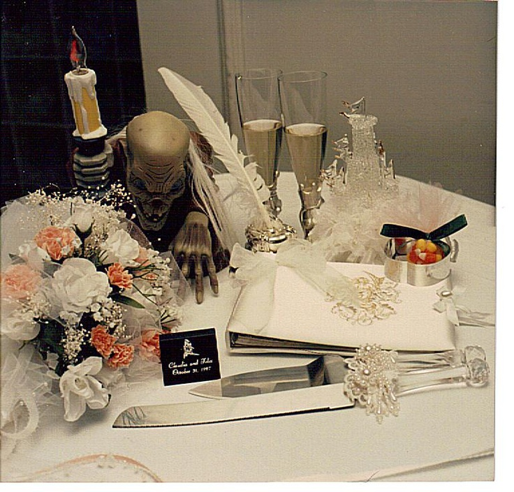 Halloween Weddings Decor Ideas: Halloween Wedding Decorations.
