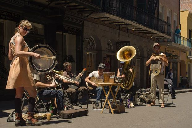 O ultima plimbare din vacanta in cartierul francez din New Orleans, l-a adus pe fotograful Robert Davies in fata unei trupe de muzica stradala, care i-a dat ocazia sa faca si cateva fotografii reus...