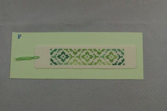 長く親しまれてきた和の文様を、クロスステッチでしおりにしてみました。*紋入り亀甲:亀甲は縁起物である亀の甲羅に由来する六角形の文様です。西アジアで生まれ、シル...|ハンドメイド、手作り、手仕事品の通販・販売・購入ならCreema。