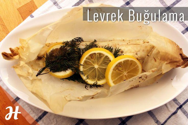 Levrek Buğulama! 3 malzeme ile 20 dakikada, akşam yemeği için sağlıklı bir seçim yapmaya ne dersiniz? Hemen Temel Mutfak Teknikleri, Balık bölümüne göz atın: http://www.hobiyo.com/kurslar/temel-mutfak-teknikleri-k1