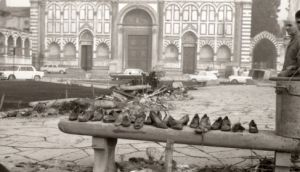 FIRENZE DEVASTATA 1966 - Piazza Santa Maria Novella, alluvione 4 novembre 1966