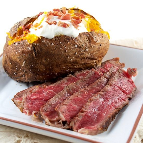 Rare steak - the only way a steak should be cooked!: Wine Dinners, Food Recipes, Baking Potatoes, Age Steaks, Dinners Ideas, Favorite Recipes, Favorite Food, Cooking Recipes, Cooking Books
