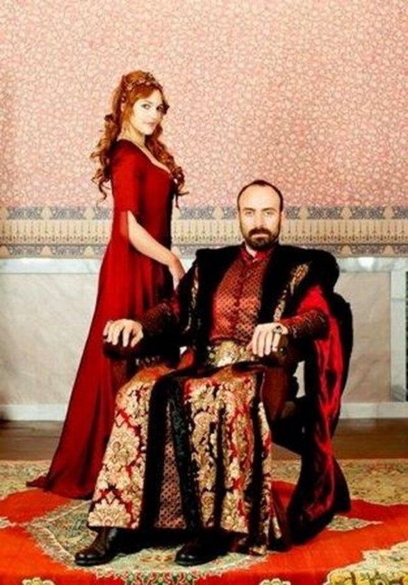 A portrait of Queen Ambre and King Gabriel.
