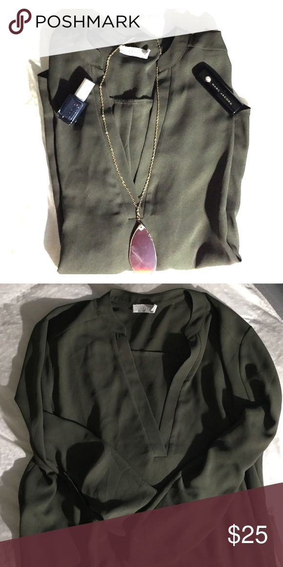 LUSH- Hunter Green 3/4 Sleeve Flowy Top Hunter green in color this top is perfect for fall and winter. Pair with your favorite boots, a pendant necklace and a slate gray nail polish to bring it all together. LUSH clothing never disappoints! Lush Tops Blouses