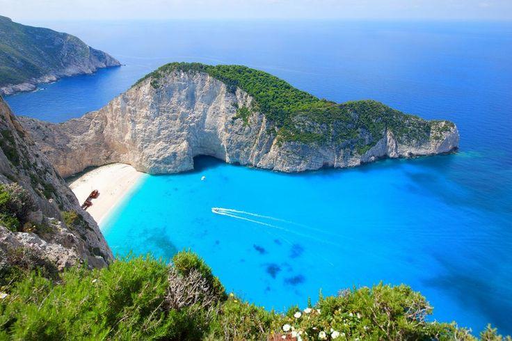 Une des plages les plus célèbres: Navagio Beach (Zakynthos, Grèce). Photo de Lucia Terui. #croisière #voyage