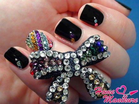 дизайн натуральных ногтей со стразами